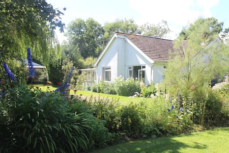Country Bungalow Retreat - Stowmarket