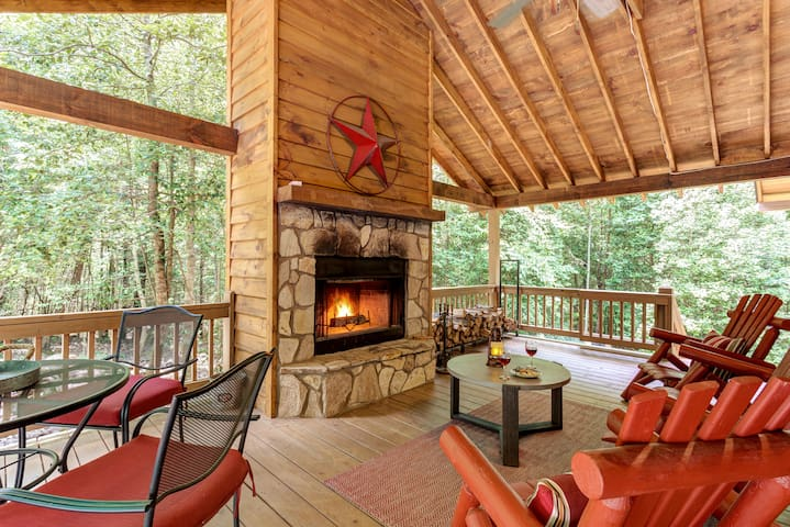 ★Moose Lodge★Dog-friendly★fence★hot tub★privacy