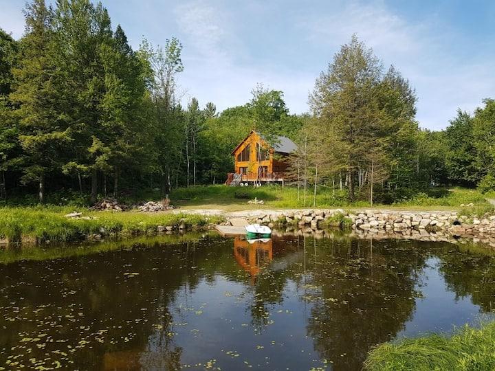 Chalet contemporain sur lac, quai, kayak, parc