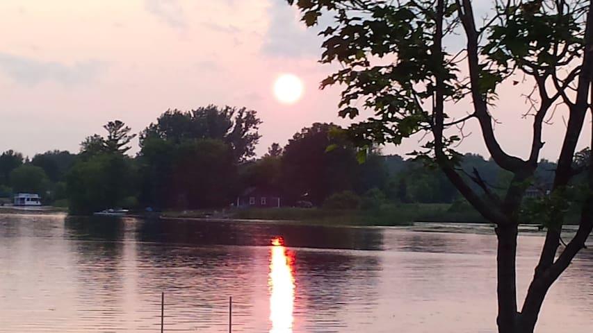 River front chalet on Rideau river! - Kemptville - Chalet