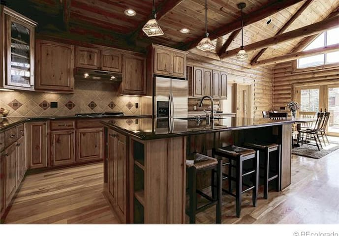 Moonlit Lodge, Custom Riverside mountain log home - Idaho Springs - Casa