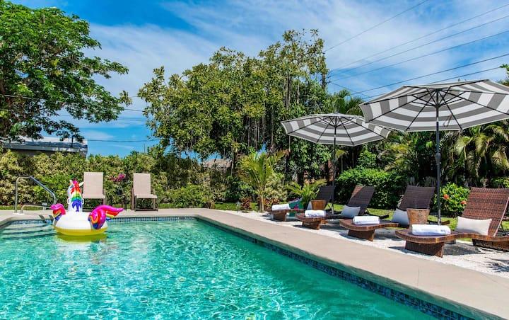 707 Palms Resort | Private Pool & Huge Fenced Yard