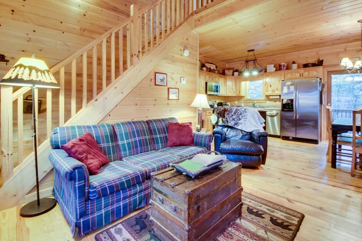 Dog-friendly forest cabin with a hot tub, shared pool, game room, two decks