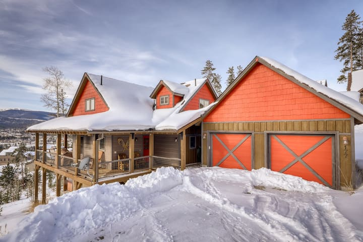 Bright home on the hill w/ hot tub, deck, fireplace, & forest views!