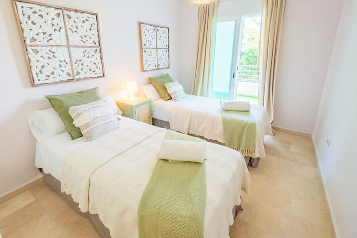 Guest room, 90 x 200cm twin beds.