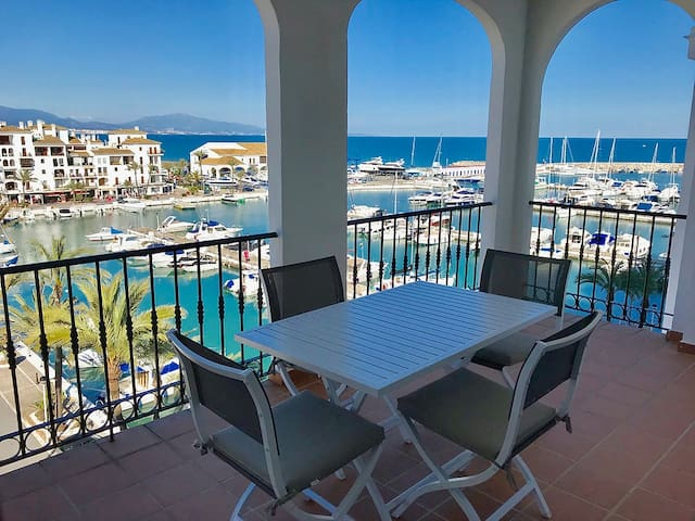 Apartment in la Duquesa with views to the Marina
