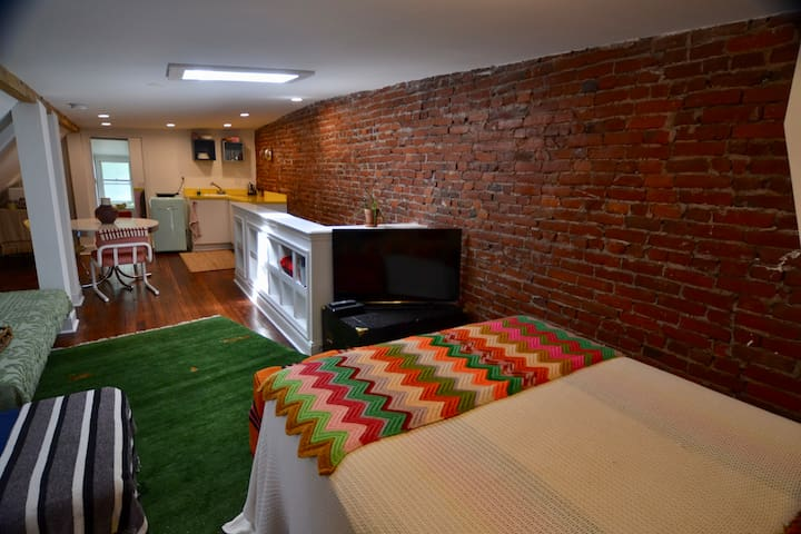 Cozy 2 Private Apts in UCD- Sleeps 10!