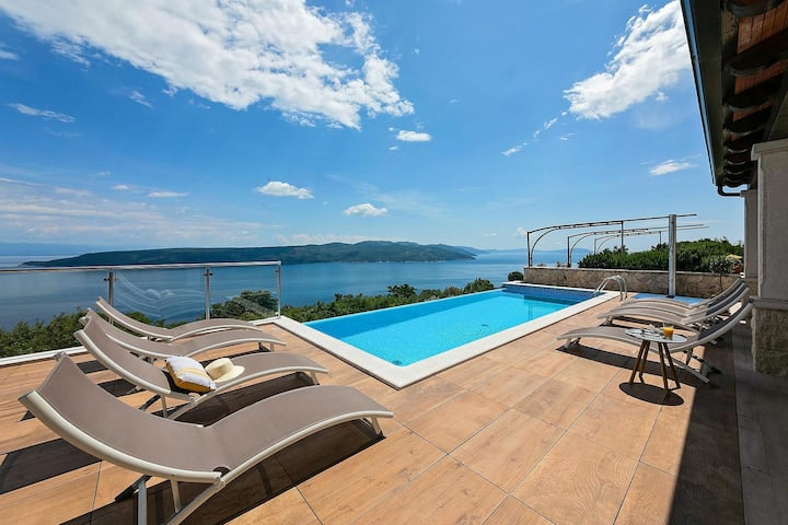 Breathtaking Villa Kalina with infinity pool