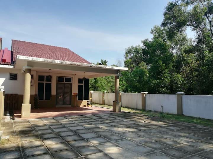 Khayla Homestay near Resort World and Kijal Jetty