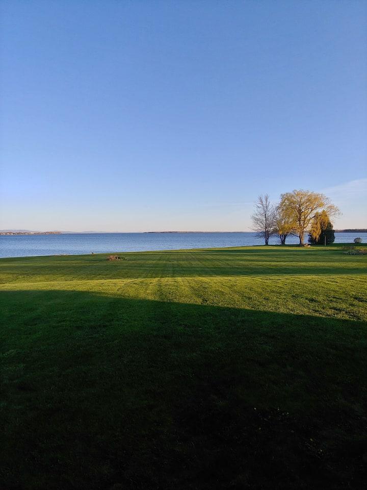 Beautiful Lakeside Home, Lake Champlain Islands