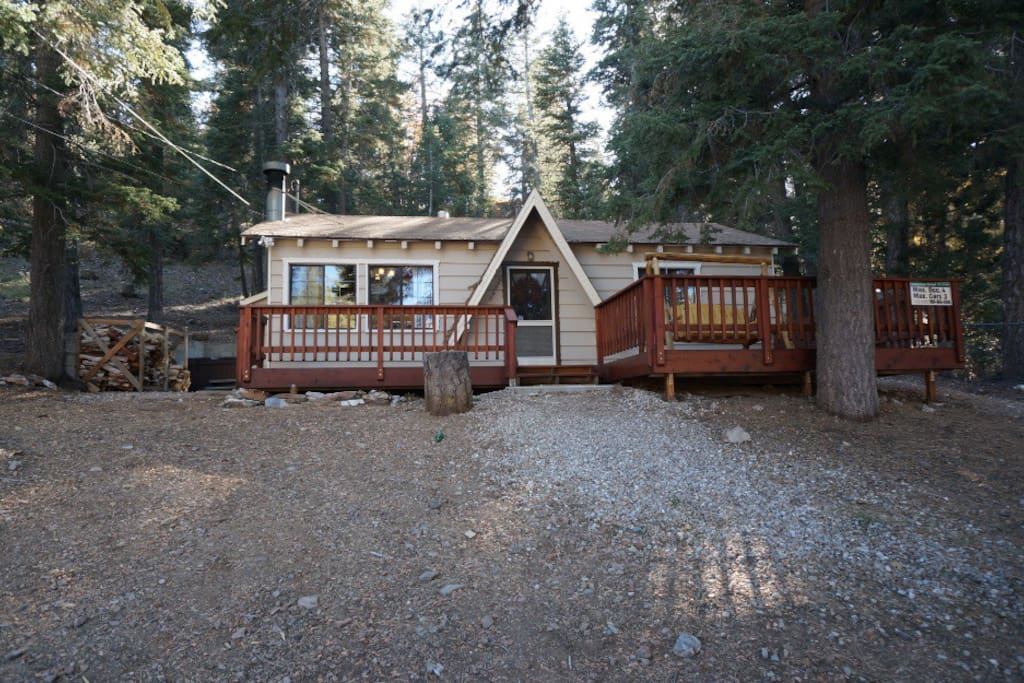 Surrounded by forest hot tub foosball cabins for Big bear lakefront cabins for rent