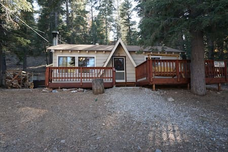 Surrounded by Forest! Hot Tub & Foosball! - Big Bear Lake - Sommerhus/hytte