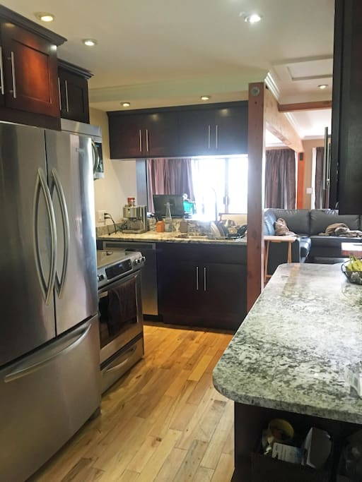 Modern Kitchen w Granite Counters and New Appliances