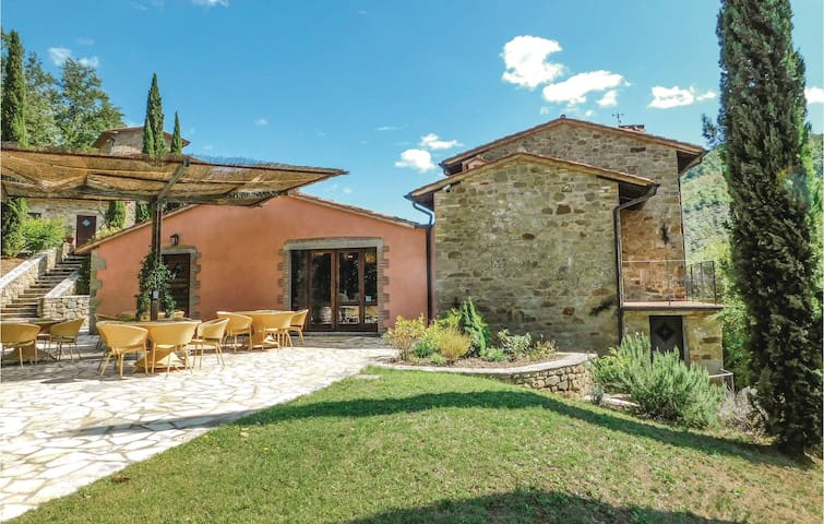 Holiday cottage with 9 bedrooms on 500 m² in Citta´di Castello (PG)