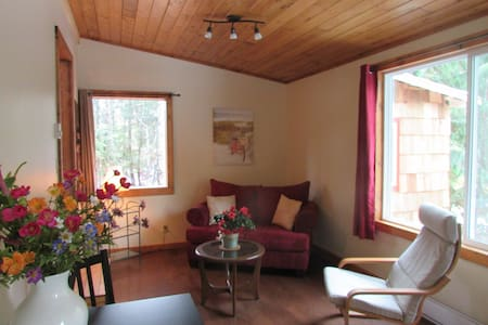 Cedar Cottage, a private & cozy experience