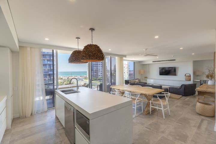 Suite 11, Penthouse | Astina Suites Forster