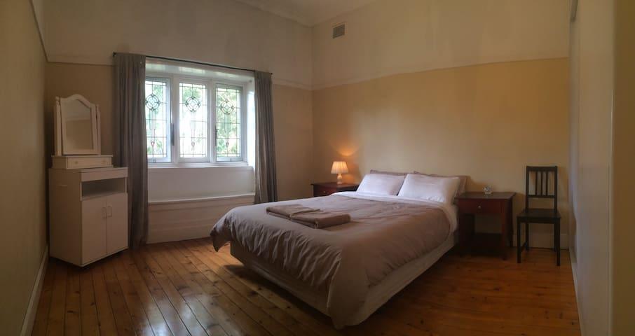 Spacious room + private bathroom - Concord - Casa