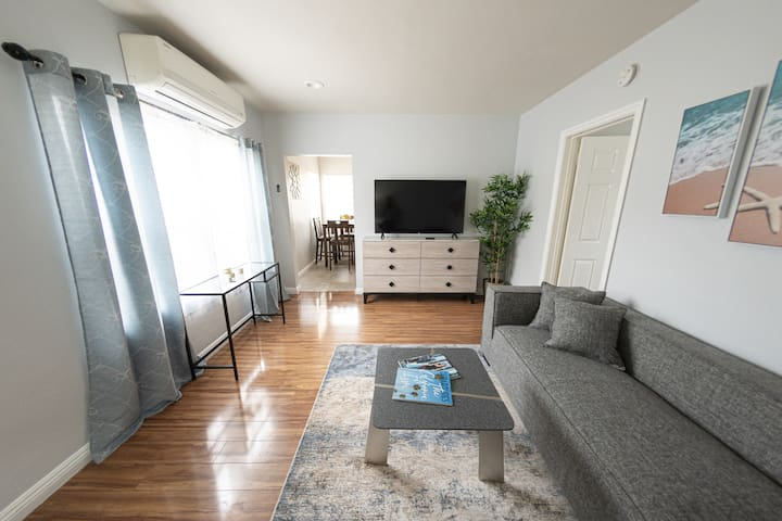 1 Bed. Mins. to Americana @ Brand & L.A. Delights