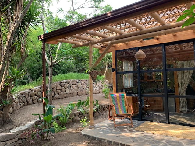 New Private Bright and Cozy Earthen Guesthouse