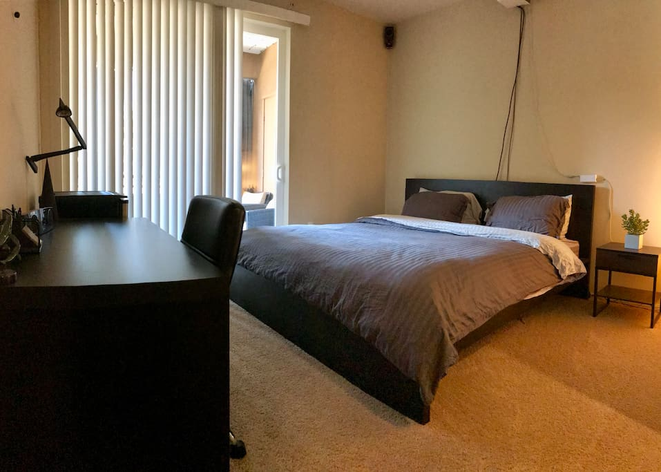 Master Bedroom Bathroom With Great Amenities Pool Apartments For Rent In Irvine California