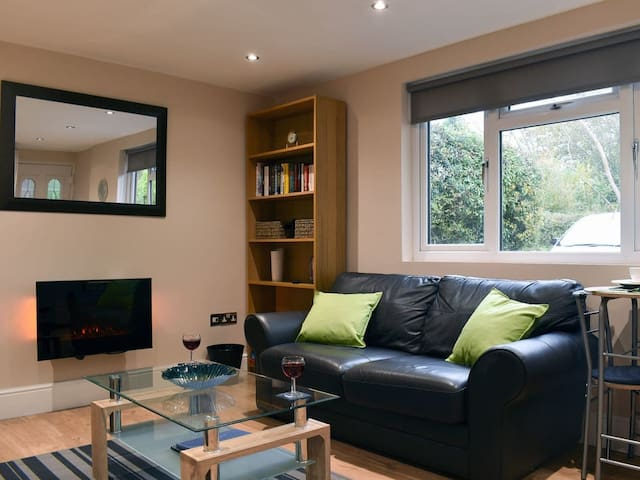 Modern cabin in heart of Shropshire countryside