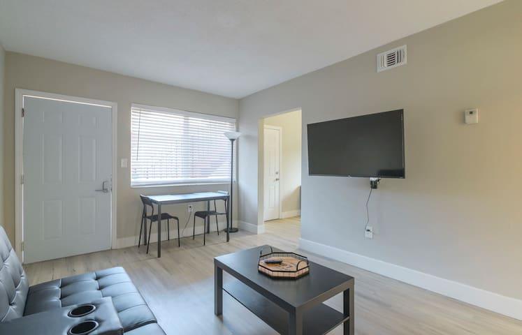 Cozy 2BR Apartment in Midtown/Wynwood