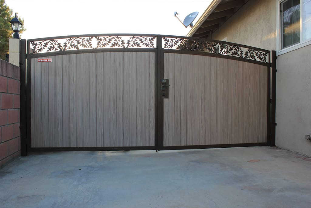 Gate to the back yard. Safety is important for my family and my guests. Easy parking, you may park on the street without permit.