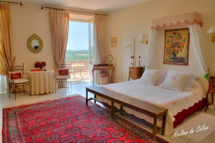 Chambre lux dans petit château drômois et piscine