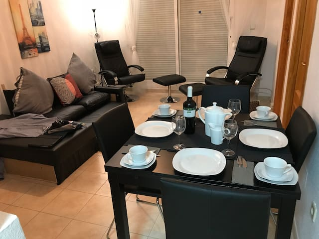 6+1 bed sth facing grd flr apt, LaZenia Boulevard.