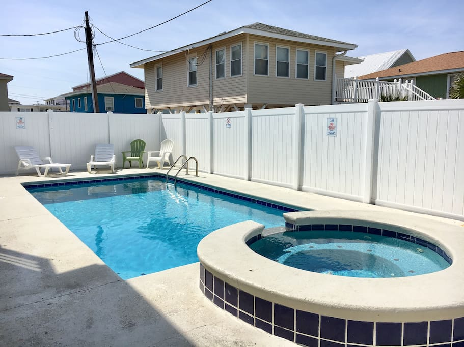 Private pool with new privacy fence for 2018!  Hot tub is on a timer, from 7pm -12pm every night the hot tub comes on.