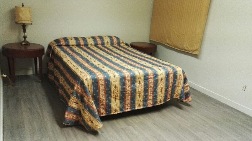 NEWLY RENOVATED Rooms for rent in THURSO,QC