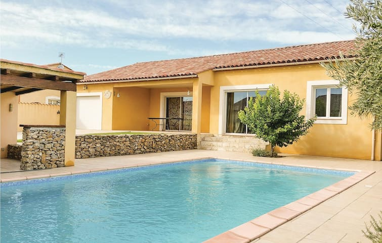 Holiday cottage with 5 bedrooms on 220 m² in Saint Nazaire d'Aude