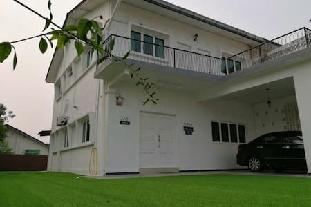 W1 HS(4Rooms,BBQ,FreeWiFi, Near Melaka Beach.)