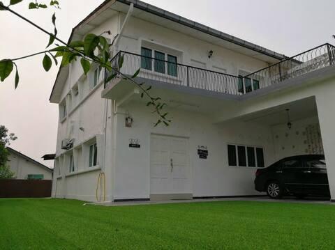 W1 HomeStay(4R3B,BBQ, Near Melaka Beach.)
