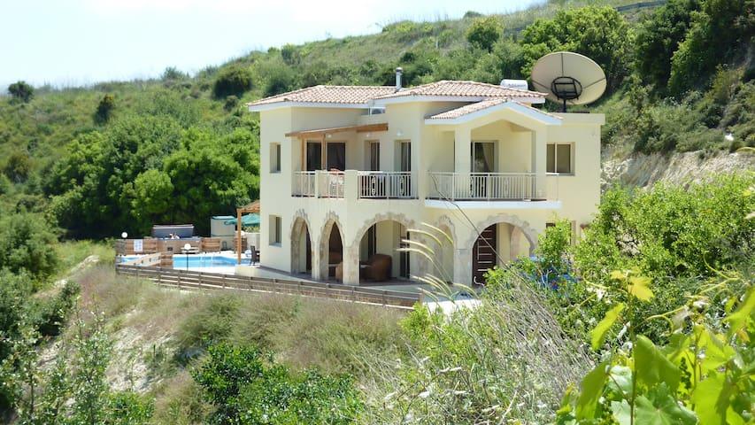 Villa Vouno Thea in Theletra - Paphos - Hus