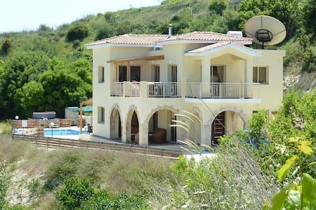 Villa Vouno Thea in Theletra - Paphos - 獨棟