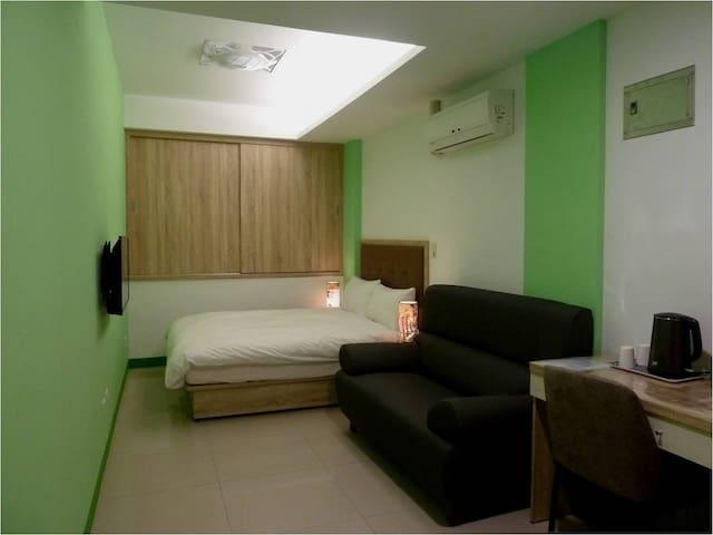 301藝之宿--大窗戶、獨立洗衣機、衛浴、雙人床&雙人沙發、近民權西路捷運站、免費Wi-fi