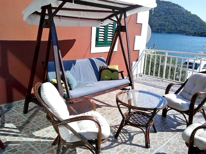 Two Bedroom Apartment, 30m from city center, beachfront in Blace (Opuzen), Terrace
