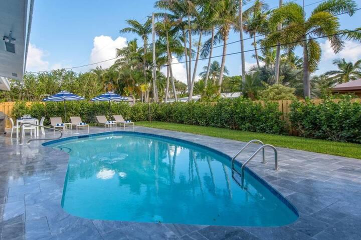 Luxury Ft Lauderdale Home & Heated Saltwater Pool