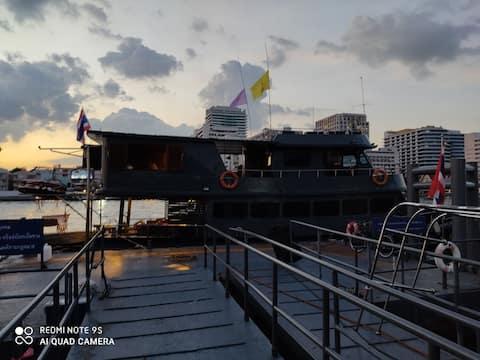 Sabai Sabai Husbåt Bangkok Privat bader.Hytte
