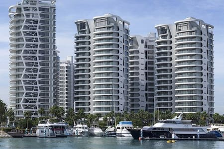 3 Bedroom Executive Condo: Cape Royale @ Sentosa - Singapura
