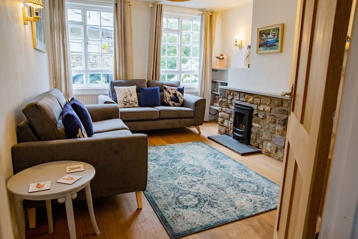 Carreg Lwyd - St Davids Home w/parking & log stove