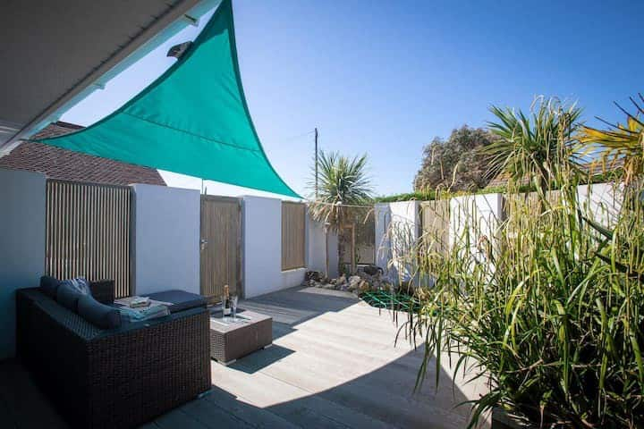 The Loft & private garden, 3 mins walk from beach!