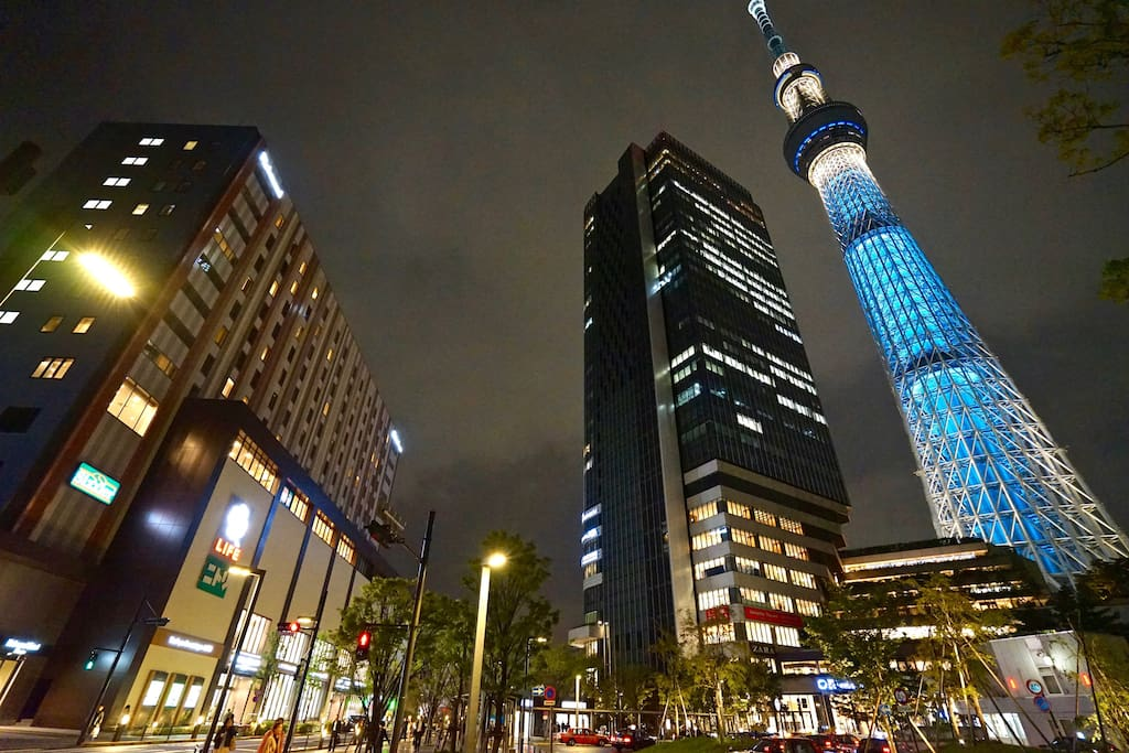 A 5 minute walk to Tokyo Skytree and Skytree Town that includes many cafes, restaurants, and shops.