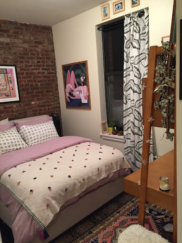 Cozy Bedroom On Prettiest Street in Greenpoint