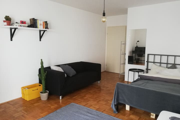 -- SPACIOUS ROOM IN VIENNA's HIPPEST DISTRICT --