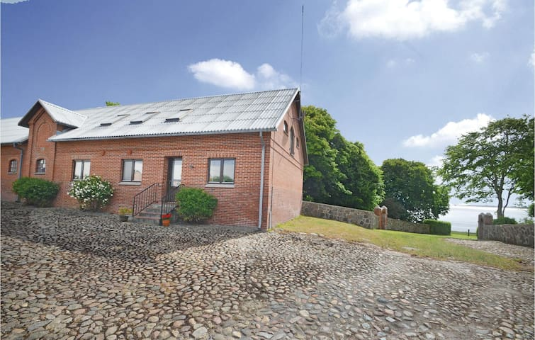Former farm house with 4 bedrooms on 160m² in Thyholm