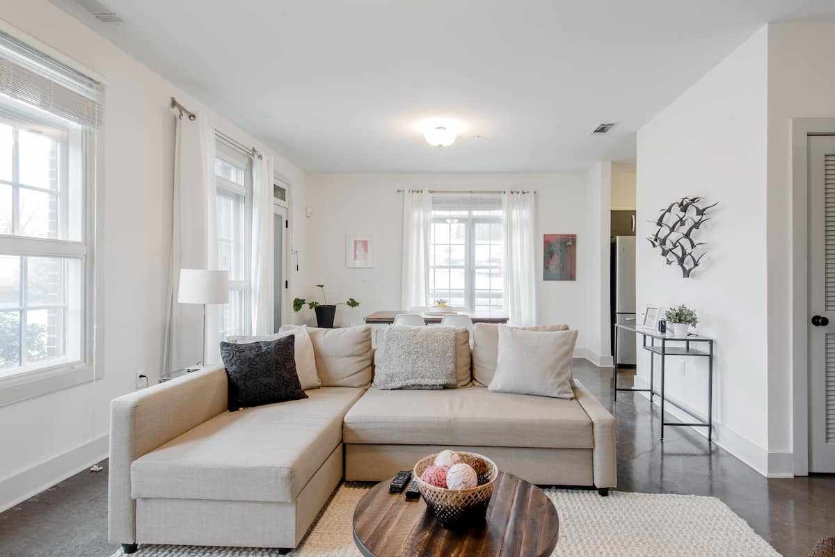 Bright, Hip Apartment in Candler Park