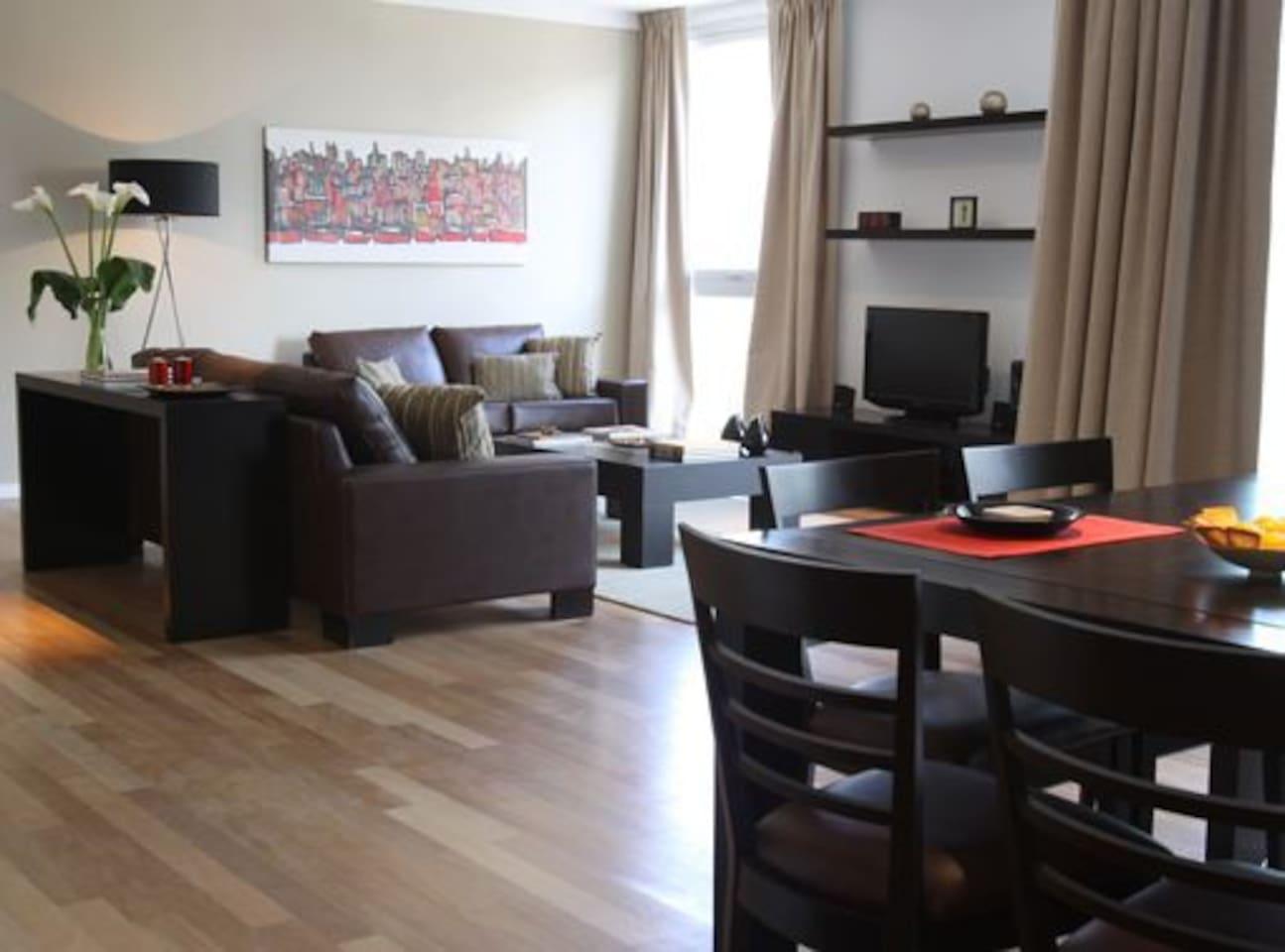 Dining & Living Room. Living-Comedor