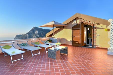 Villa Girasole  (Intera Casa).